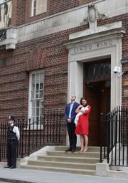 威廉王子(左二)與凱特(右)(法新社)
