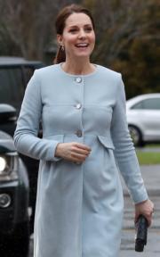 2018年1月24日,凱特探訪參觀醫學研究所、實驗室和醫院。(法新社)