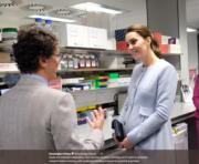2018年1月24日,凱特探訪參觀醫學研究所、實驗室和醫院。(Kensington Palace twitter圖片)