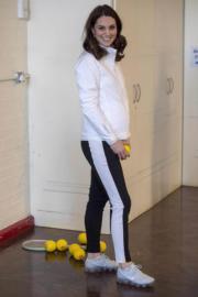 英國劍橋公爵夫人凱特穿上運動裝,步履輕盈。(法新社)