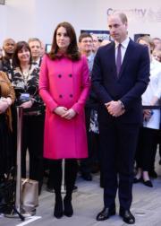 2018年1月16日,英國劍橋公爵威廉王子(右)與夫人凱特(左)到訪考文垂。(法新社)