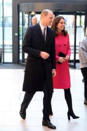 2018年1月16日,英國劍橋公爵威廉王子(左)與夫人凱特(右)到訪考文垂。(法新社)