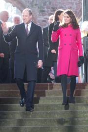 2018年1月16日,英國劍橋公爵威廉王子(左)與夫人凱特(右)參觀考文垂教堂。(法新社)