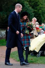 凱特(右)與威廉王子(左)出席聖誕崇拜。(法新社)