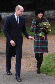 凱特(右)與威廉王子(左)聖誕節當日出席聖誕崇拜。(新華社)