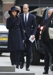 2017年12月14日,英國劍橋公爵威廉王子與夫人凱特出席在聖保羅大教堂舉行的格倫費爾大廈(Grenfell Tower)大火追悼儀式。(法新社)
