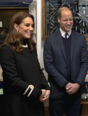 2017年11月22日,英國劍橋公爵威廉王子(右)與夫人凱特(左)出席活動。(法新社)