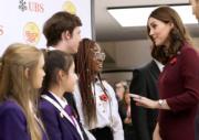 2017年11月8日,懷着第3胎的劍橋公爵夫人凱特出席活動,從側面看已見腹部微隆。(法新社)