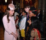2015年3月,懷孕中的凱特(左)(The Royal Familyfacebook圖片)
