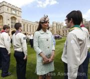 2013年4月,懷孕中的凱特(中)(The Royal Family facebook圖片)
