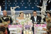 2010年6月,瑞典女王儲維多利亞公主(左二),嫁給前健身教練韋斯特林 (左三) 。(www.kungahuset.se網站圖片)