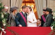 1999年12月,比利時王儲菲利普娶貴族瑪蒂爾德。菲利普於2013年7月比利時國慶日接替遜位的父親阿爾貝二世,登基成為國王。(BeMonarchie facebook圖片)