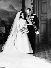 1968年,挪威國王哈拉爾五世娶索尼婭。(www.royalcourt.no網站黑白圖片)