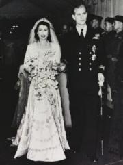 【英國王室新娘】1947年11月20日,英女王(當年為伊利沙伯公主)與愛丁堡公爵菲臘親王在西敏寺舉行婚禮。(Royal Collection Trust facebook圖片)