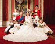 【英國王室新娘】威廉王子(中排左二)與凱特(中)(The British Monarchy flickr圖片)