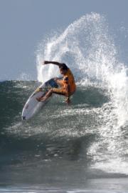 衝浪選手(法新社)