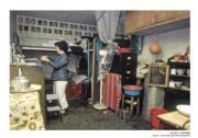 【香港百年蛻變】石硤尾邨的單位內部,屬於第一型徙置大廈,攝於1974年。(圖片及資料由饒宗頤文化館提供)