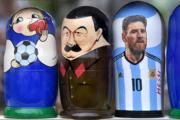【世界盃】俄羅斯娃娃紀念品都印上美斯。(法新社)