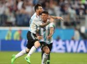【世界盃‧阿根廷挫尼日利亞2:1】阿根廷前鋒美斯 (左) (新華社)