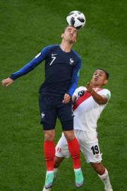 【世界盃‧秘魯對法國】法國前鋒基沙文 (Antoine Griezmann) 頂頭槌(法新社)