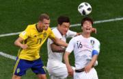 【世界盃‧韓國對瑞典】瑞典Viktor Claesson (左)、韓國張賢秀 (中)、奇誠庸 (右)(法新社)