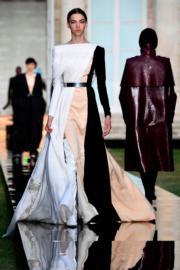 Givenchy 2018秋冬高級訂造服時裝騷 (法新社)