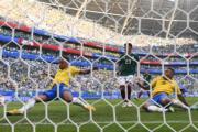 【世界盃16強-巴西挫墨西哥2:0】尼馬(左) (法新社)