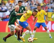 【世界盃16強-巴西挫墨西哥2:0】尼馬(前右)(法新社)