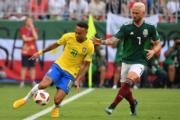 【世界盃16強-巴西挫墨西哥2:0】尼馬(左)(新華社)