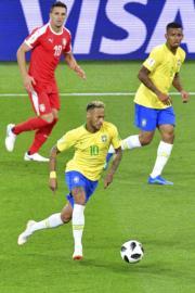 【世界盃‧巴西挫塞爾維亞2:0】尼馬 (前) (法新社)