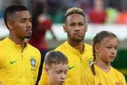【世界盃‧巴西挫塞爾維亞2:0】尼馬 (後排右一) (法新社)