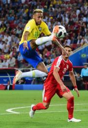 【世界盃‧巴西挫塞爾維亞2:0】尼馬 (左) (新華社)