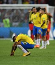 【世界盃‧8強淘汰賽:比利時2:1挫巴西】尼馬(前)(新華社)