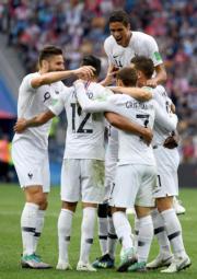 【世界盃‧8強淘汰賽】法國2:0挫烏拉圭,法國球員表現興奮。(新華社)