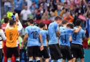 【世界盃‧8強淘汰賽】法國2:0挫烏拉圭,烏拉圭(圖右藍色球衣)球員表現失落。(中新社)