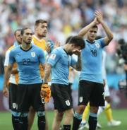 【世界盃‧8強淘汰賽】法國2:0挫烏拉圭,烏拉圭球員失望落淚。(新華社)