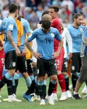 【世界盃‧8強淘汰賽】法國2:0挫烏拉圭,烏拉圭球員難掩失落。(新華社)