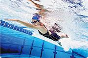 膝痛忌蛙泳 落水前做足伸展 游錯泳式 關節傷上傷