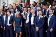 【大力神盃凱旋】第一夫人 Brigitte Macron 與法國隊的「絕襯 look」