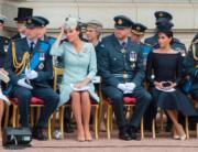 左起:英國劍橋公爵伉儷威廉王子和凱特、英國薩塞克斯公爵伉儷哈里王子和梅根(法新社)