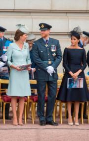 左起:英國劍橋公爵夫人凱特、英國薩塞克斯公爵伉儷哈里王子和梅根(法新社)