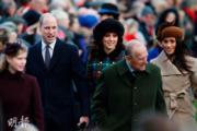 2017年12月25日,英國王室成員參加聖誕崇拜,哈里王子未婚妻梅根(後排右一)與未來大嫂凱特(後排右二)同場亮相。(法新社)
