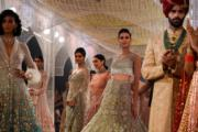 2018印度時裝周 - Tarun Tahiliani 的設計(法新社)