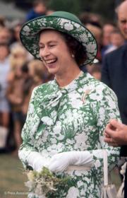 【英女王的心口針】年輕時的英女王(The Royal Family facebook圖片)