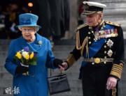 【英女王的心口針】英女王(左)與王夫菲臘親王(右)(法新社)