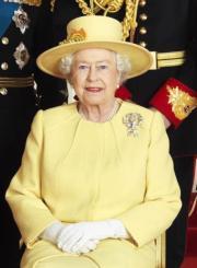 【英女王的心口針】2011年4月29日,劍橋公爵伉儷威廉王子和凱特結婚,英女王戴上Queen Mary的True Lover's Knot心口針。(法新社)