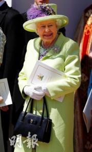【英女王的心口針】2018年5月19日,英女王穿了青檸綠外衣襯禮帽,左胸前綴飾The Richmond Diamond心口針。(法新社)
