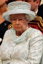 【英女王的心口針】2012年,英女王戴上以Cullinan III及Cullinan IV組成的心口針,出席六十周年鑽禧登基紀念活動。(法新社)