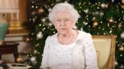 【英女王的心口針】2017年12月25日,英國王室發放英女王錄影的聖誕文告。(The Royal Family YouTube影片截圖)