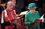 【英女王的心口針】英女王(右)與王夫菲臘親王(左)(法新社)